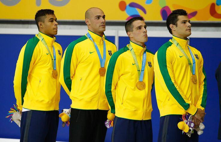Medalhistas brasileiros nos Jogos Pan-Americanos de Toronto - OURO - NATAÇÃO - REVEZAMENTO 4X100M MASCULINO Matheus Santana, João de Lucca, Bruno Fratus e Marcelo Chierighini.© Foto: Al Bello/Getty Images