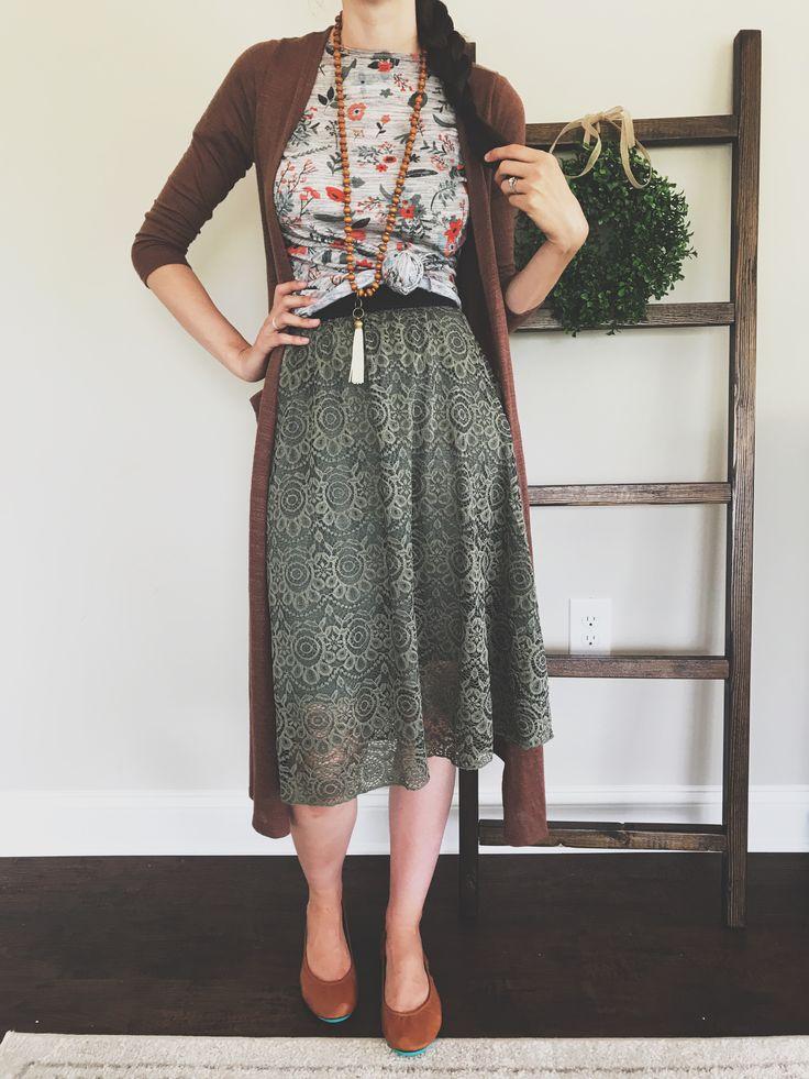 LuLaRoe Lola skirt with a classic tee and Sarah // LuLaRoe Alessandra Kimpton