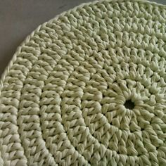 tapis rond vert anis couleur tr s l g re fait main crochet rugs chair pads blankets. Black Bedroom Furniture Sets. Home Design Ideas