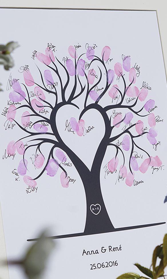 Eine super schöne Erinnerung von der Hochzeit. Auf den Bildern von Wedding Tree können die Gäste ihre Fingerabdrücke und Unterschriften verewigen. – Foreverly