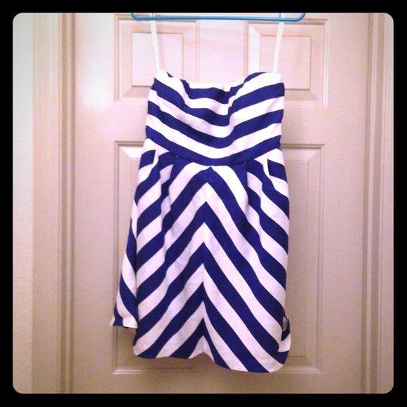 20% off bundlesThe Limited Strapless Dress White and blue strapless dress from The Limited. Gorgeous dress. Barely worn. The Limited Dresses Strapless