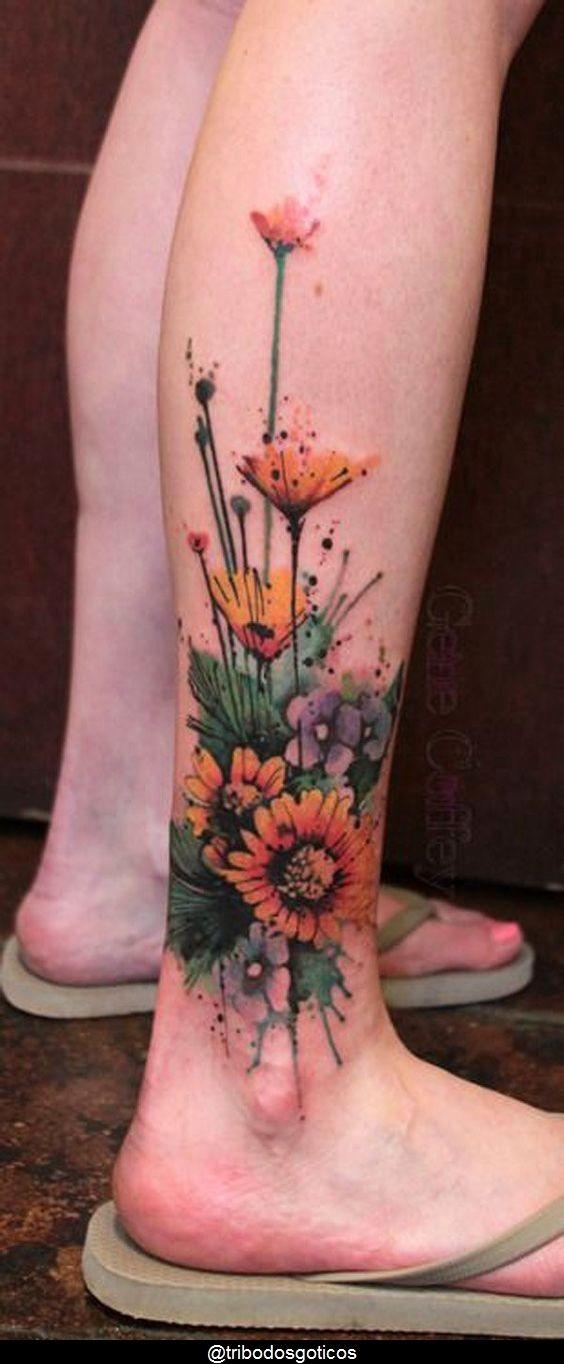 tattoo ideas female flowers for women em 2020 | Tatuagens de flores no tornozelo, Tatuagens de flores aquarela, Tatuagens na panturrilha