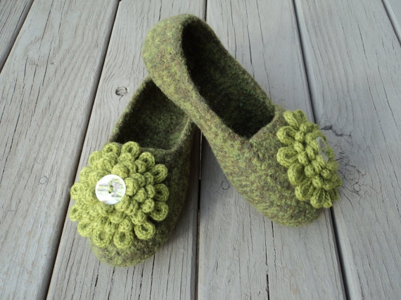 These look super cozy! Ideal for lazy Sundays and kicking around the office.