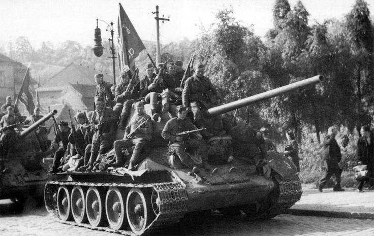 Soviet tanks enter Prague. May 9, 1945.