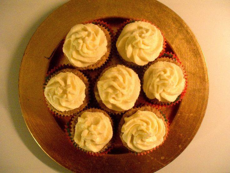sama złodycz: Babeczki pełnoziarniste z masłem orzechowym i mlecznym kremem