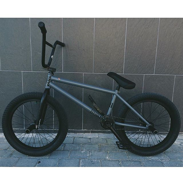 @courageadams just built up a new bike with a bunch of our 2016 product that will be dropping at the end of the month!  What do you think of the bike?  #bmx #bicycle #flybikes #bike #2016