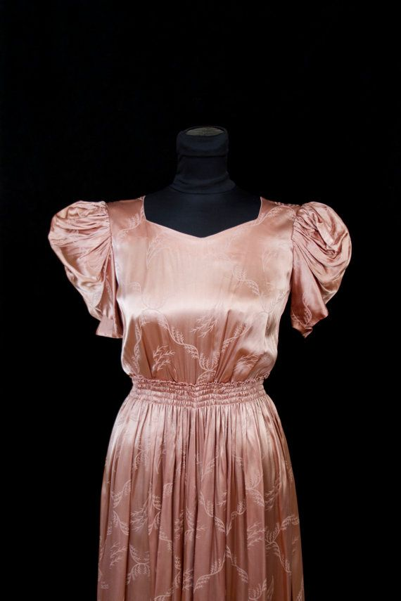 1930 年代のドレス/ピンクのトレリス葉模様のサテン グラマー少女イブニング ドレス/ by GarbOhVintage