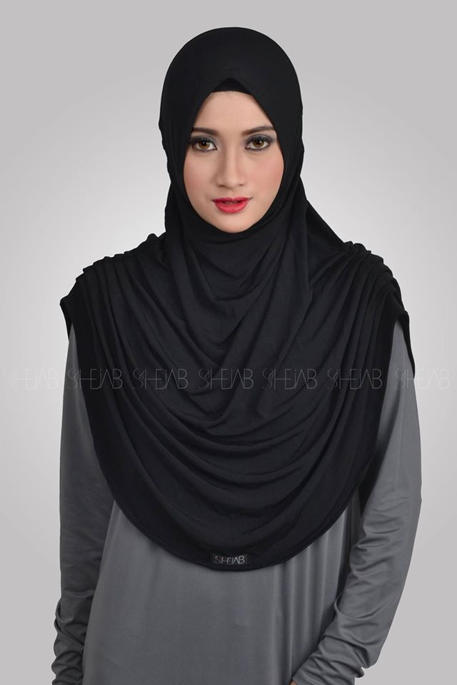 Syria Revina   Spesifikasi: Bahan : High Quality of Spandex Jersey Ukuran : All Size (Menutupi dada / Syar'i) Color : Black  Harga Retail : IDR 99.ooo,-