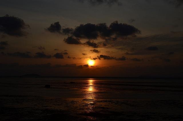 Sunrise                                                    Indonesia / Kepulauan Riau / Telukbakau