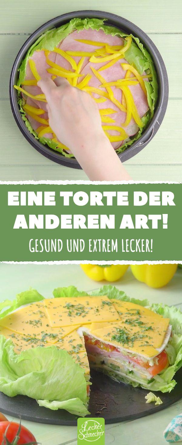 Schmeiß den Frischkäse in den Mixer und Salatblätter in die Kuchenform. Das w…
