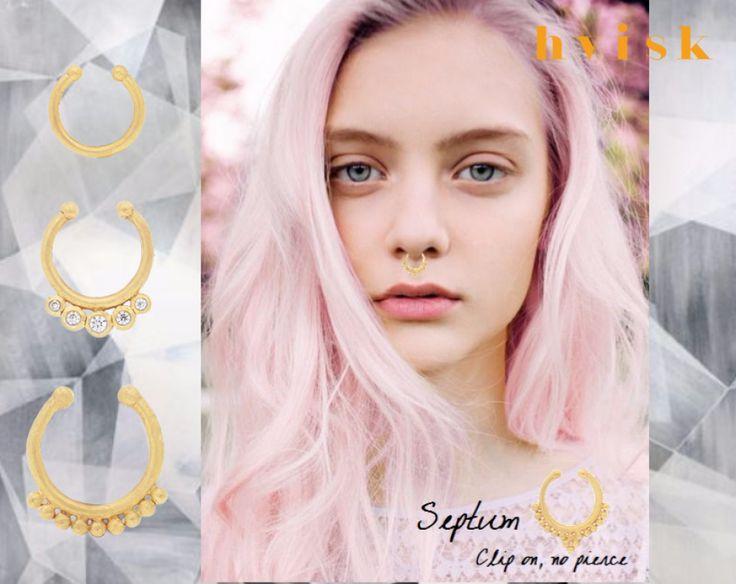 Skab et mere edgy look med de nye #septum #piercinger. Du behøver ikke have piercet din næse, den kan nemt sættes rundt om næse-væggen og holder sig på plads. #Styling #pink #natural #spiceup #edgylook
