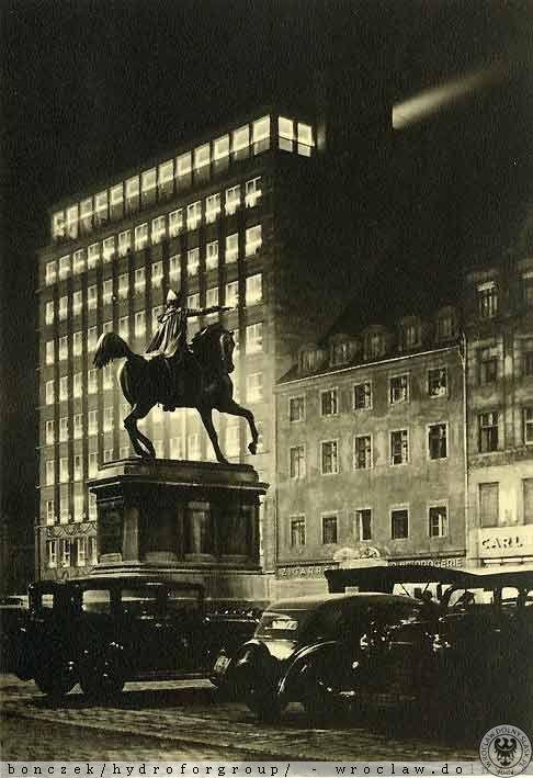 Pomnik Fryderyka Wielkiego nocą. Lata 1930-1945