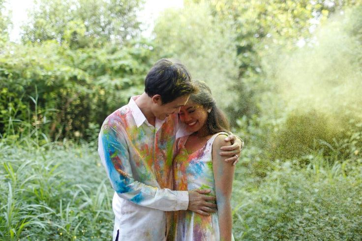 Love their expression #engagementphoto #engagementshoot #weddingphotography #colourpowder