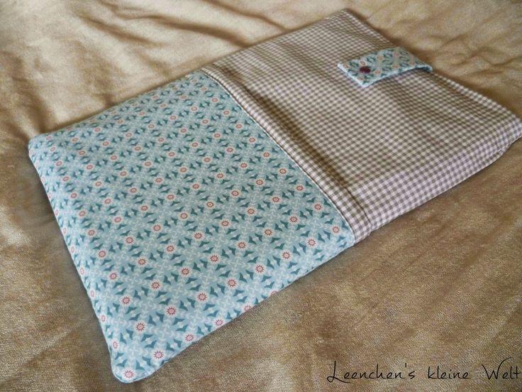 Hallöchen,  Wie versprochen habe ich ein neues Tutorial für euch gemacht: Eine Tasche für dein Laptop! Ich brauche diese Tasche, um mein Lap...