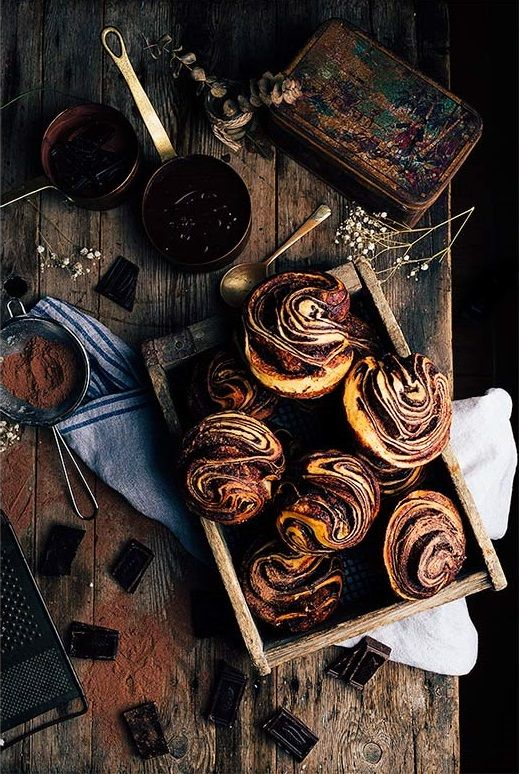 Chocolate Brioche Recipe: fresh yeast, milk, eggs, sugar, flour, salt, butter, chocolate, sugar, cocoa powder and egg whites. (Use Google Translate if necessary.)