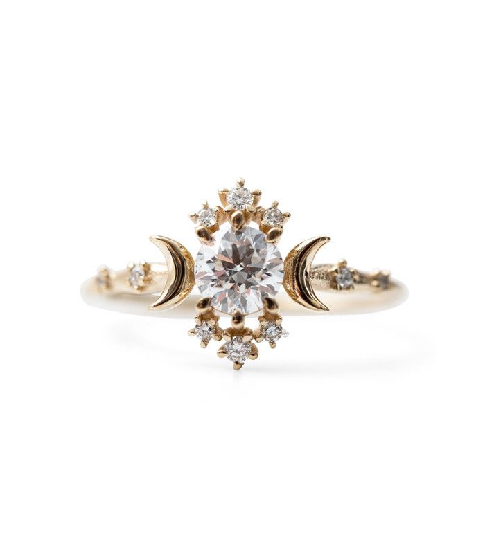 The year's biggest engagement ring trends were quite exciting and varied. Read about them all here.