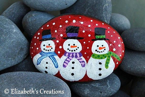 Beautiful hand painted snowmen Stone . This stone measures approximately 3.5. x 2.5. The colors are very rich and vibrant as you can see and this design is made entirely from hand painted dots.... dot by dot! Shipping is done thru USPS. I ship priority so it is a fixed cost. The