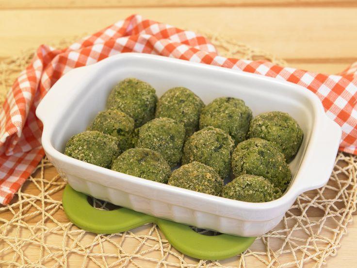 La ricetta delle polpettine di spinaci al forno, un piatto sano e nutriente, ideale per far mangiare le verdure ai bambini.