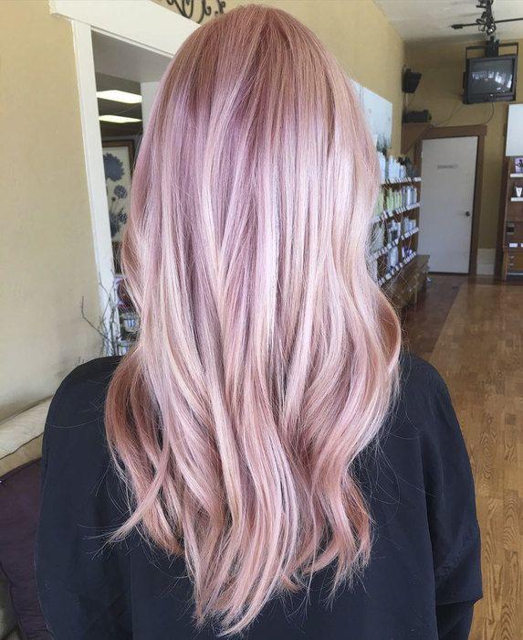 Неважно, блондинка ты или брюнетка, оттенок розового золота сделает твой тон волос по-настоящему глубоким, модным и очень благородным!