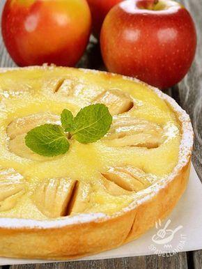 La Crostata allo zabaione e mele è vero inno alla dolcezza. Un must quando si ha bisogno dell'energia dello zabaione, unita alla delicatezza delle mele.