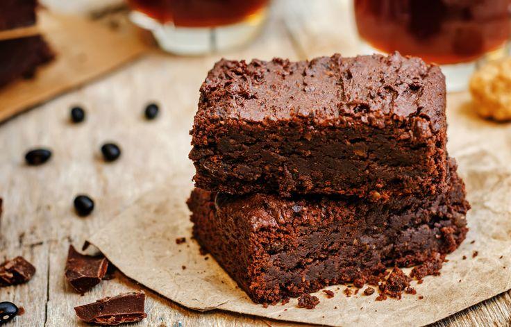 KAKAOLU KEK TARİFİ  Çikolata severlerin en çok severek yediği kek çeşidi kakaolu kek olsa gerek. Spesiyal versiyonları da meşhur olan kakaolu kek çocuklarında büyüklerin de vazgeçemediği tatlar arasındadır.