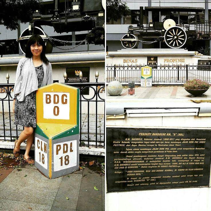 """@Regrann from @sejarahbandung -  Titik 0 km Bandung dimana Daendels menancapkan tongkatnya dan berkata: """" Zorg dat als ik terug kom hier een stad is gebouwd"""" (Coba usahakan bila aku datang kembali di tempat ini telah dibangun sebuah kota). #SejarahBandung - #regrann  #bandungnostalgia"""