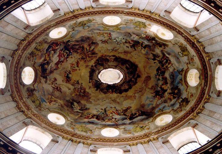 BAROK. Kościół św. Karola Boromeusza w Wiedniu (Jan Bernard Fischer von Erlach, 1716-1739). Charakterystyczna dla baroku kopuła na planie eliptycznym.