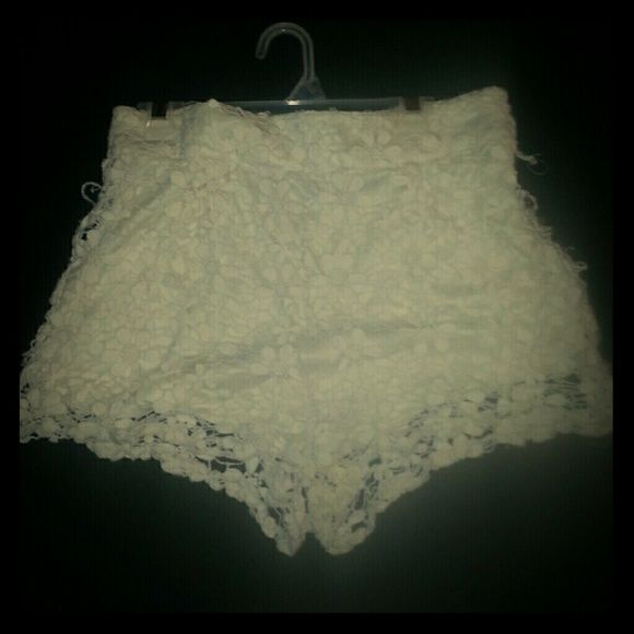 Cream Lace Shorts Very cute, retro cream laced shorts by Honey Punch. A few minor flaws from normal wear.  Size small. Honey Punch Shorts