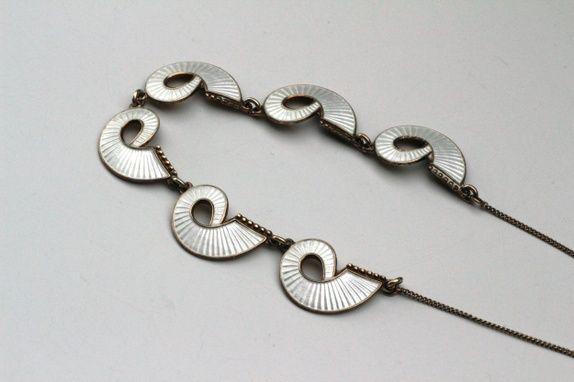 Halskjede i sølv og emalje. Vintage