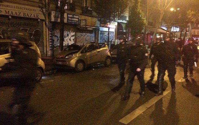 Sputnik Türkiye ///  Paris'in Gare du Nord bölgesinde araçlar ateşe verildi