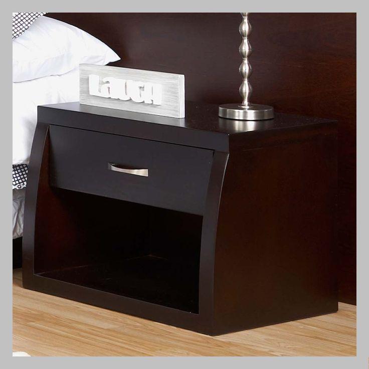 MESA DE NOCHE MODERNA DE UN CAJÓN MNM-04 Mesa de noche con diseño moderno en madera cedro con acabado madera clásico. Viene con un cajón y una manija en forma de botón con diseño contemporáneo o en aluminio. Todos los muebles son hechas a mano y terminadas con lacas no tóxicas.