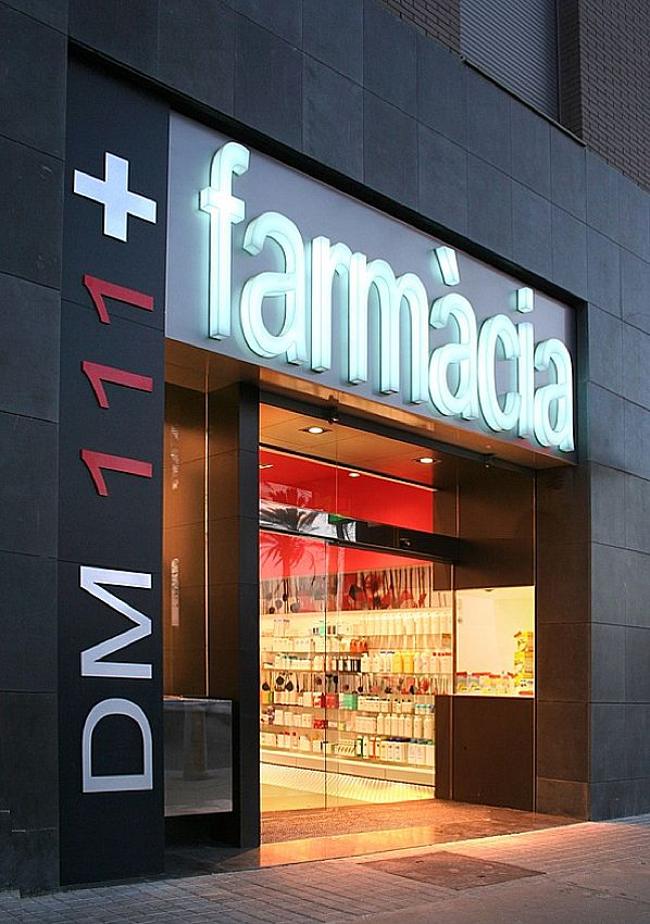 Pharmacy Design, Barcelona, SPAIN, pharmacy, by Mobil M, www.facebook.com/epsilonbratanis