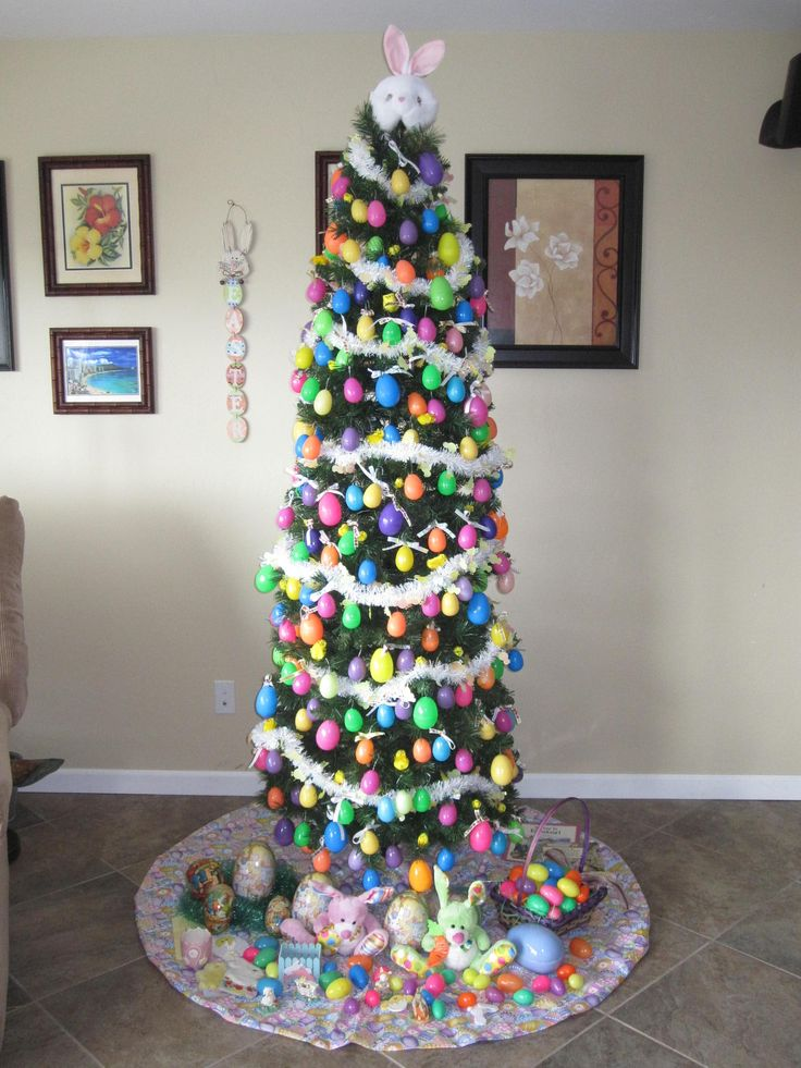 Easter Tree. My son would love this! I told my husband I wanted to decorate our little tree with spring and Easter stuff and he looked at me like I was crazy! Now I know I'm Not the only one with this idea.
