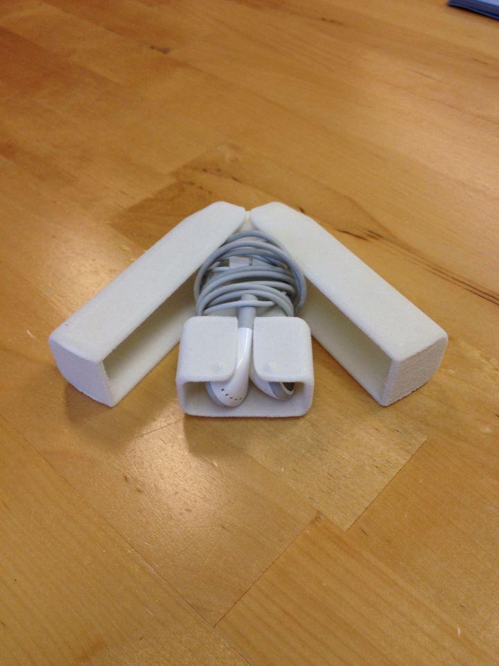 Korvanapeille kotelo. #blueprinter #iphone #earbuds