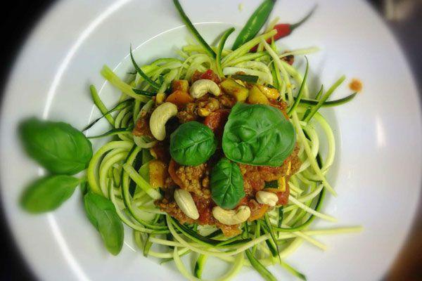"""Zucchini Spaghetti mit Bolognese """"Speziale"""" – Paleo360.de"""
