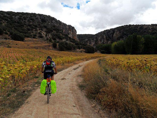 Recopilación de rutas en bicicleta de dos o tres días para hacer en fin de semanas y puentes. Una por cada Comunidad Autónoma