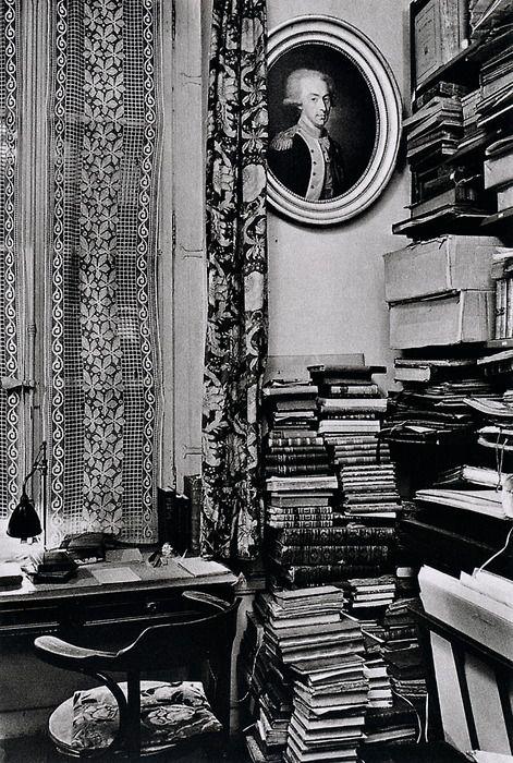 André Kertész. Paris, December 9, 1929. From On Reading