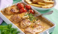 En god kycklingrätt som är god och lätt att äta till vardag eller bjudmat. Den ljuvliga såsen uppskattas även av de små eftersom alkoholen försvinner under tillagningen.