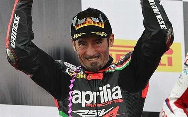 Sulla pista di Magny Cours Max Biaggi conquista il suo secondo titolo mondiale in Superbike dopo due gare mozzafiato. Alla fine la vittoria si decide con mezzo punto. http://www.nuvolari.tv/superbike/sbk-2012-max-biaggi-vince-mondiale