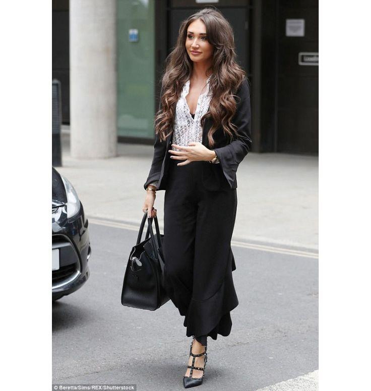 Μαύρο cropped παντελόνι με βολάν