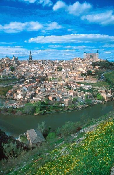 川に囲まれた美しい町、トレドを散策! スペイン旅行のおすすめ見所・観光アイデアまとめ。