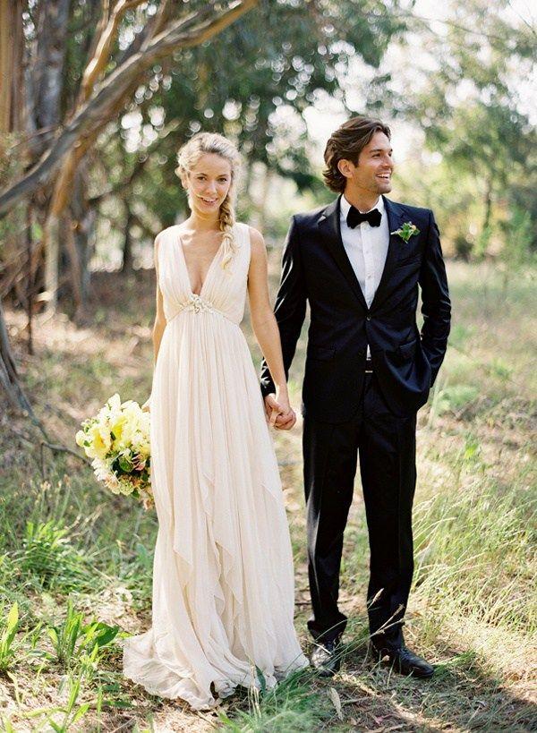 Самый популярный тренд этого сезона: богемные свадьбы. Эта стилистика входит в моду, при том что само понятие богемы появилось, как отрицание моды.