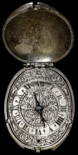 Watch by Henry Grendon, England, made ca. 1630 ~ Victoria & Albert Metalwork; Clocks & Watches Collection Medieval patterns