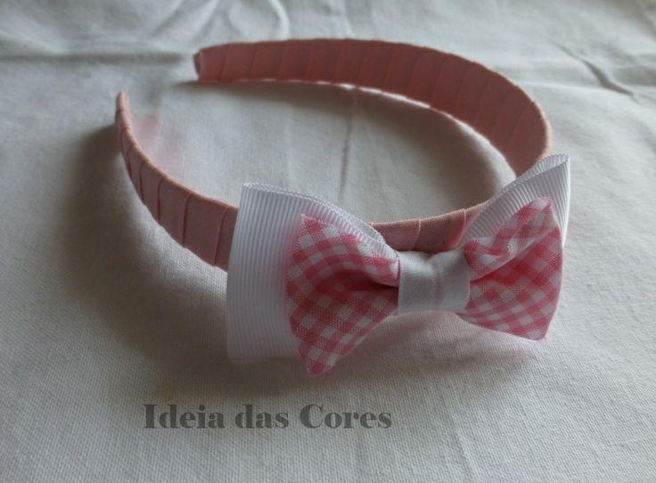 Bandolete em rosa com laço em branco e rosa