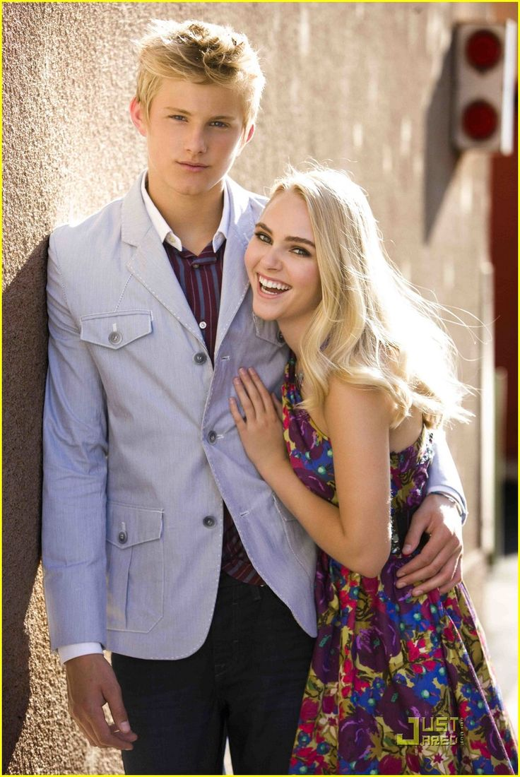 alexander richard ludwig / annasophia robb - race to witch mountain...there way cuter now then they were in the movie