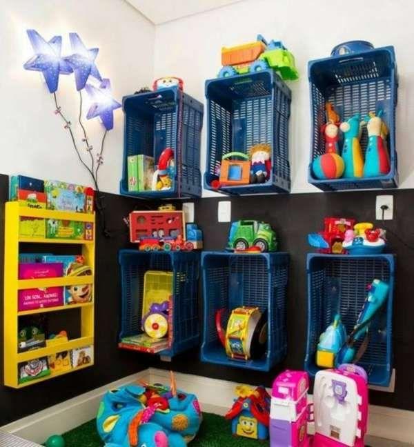 23 Idees Ingenieuses Pour Ranger Les Jouets De Vos Enfants Salle De Jeux Rangement Salle De Jeux Decoration Salle De Jeux
