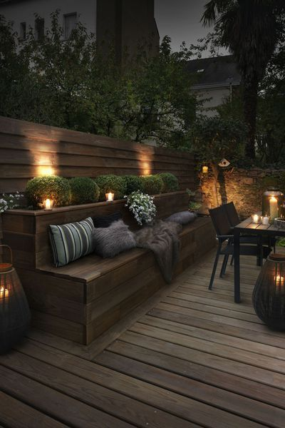 Terrasse premium en pin maritime sans noeuds aboutée coloris brun Hylor. Classe IV. Profil lisse deux faces. Dim : 3000 x 145 x 27 mm. 40 euros/m2. Gascogne Bois.