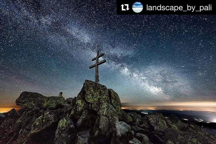 Hrdosť a majestátnosť  vďaka @landscape_by_pali  za krásne #praveslovenske ......... Nizke Tatry (Slovakia) #slovakia #slovensko #nature #landscape #mountains #peak #hiking #chopok #milkyway #nightsky #rocks #stars