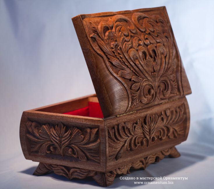 Opend rear view to wooden mahagony box  #woodenbox #jewelrybox