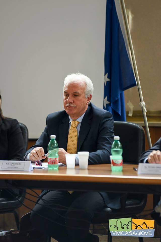 Casagiove, attimi di tensione, tenta di aggredire il sindaco a cura di Redazione - http://www.vivicasagiove.it/notizie/casagiove-attimi-di-tensione-tenta-di-aggredire-il-sindaco/